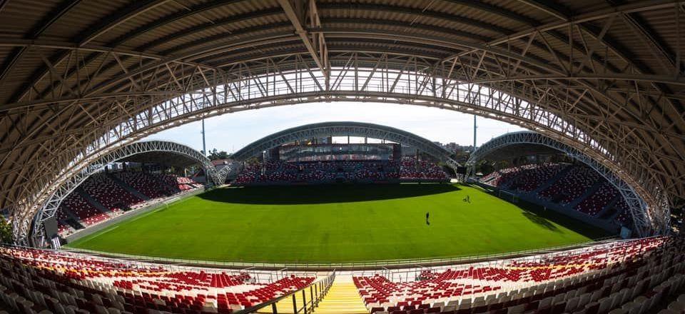 Imaginile anului! Stadionul de 15 milioane de euro de la Arad s-a inundat, la doar un an de la inaugurare