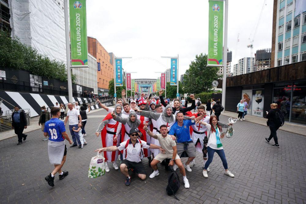 Sarbatoare la Londra! Fanii englezi au luat cu asalt strazile din jurul stadionului Wembley inaintea finalei dintre Italia si Anglia FOTO
