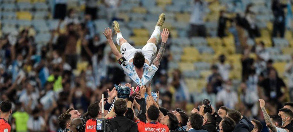 Argentinienii au luat-o razna in avion! Cum se aude cantecul secret al lui Messi