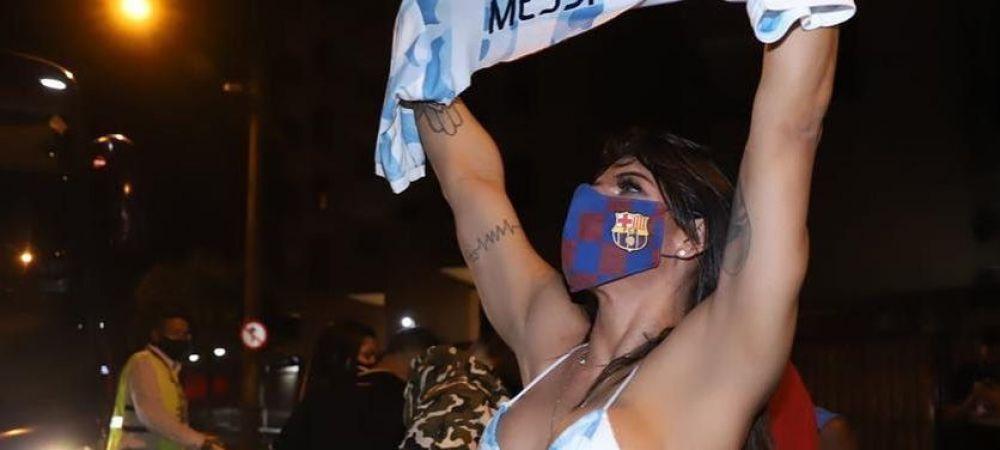 S-a dezbracat de bucurie! Miss Bum Bum s-a dus in costum de baie la stadion pentru a sarbatori victoria Argentinei! Imagini senzationale