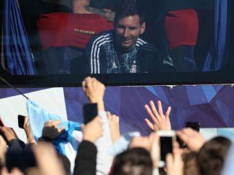 E fiesta in Buenos Aires! Messi si Di Maria, asteptati de zeci de mii de fani in strada! Au luat cu asalt autocarul echipei