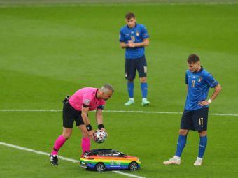 Masinuta care a adus mingea de la finala EURO a starnit reactii controversate in lumea intreaga. Ce s-a intamplat cand a intrat pe teren