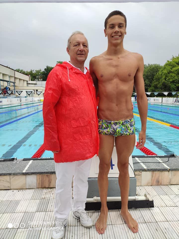 David Popovici e noul pusti-minune al Romaniei! A luat trei medalii de aur intr-o saptamana si e gata de Jocurile Olimpice de la Tokyo! Ce a spus