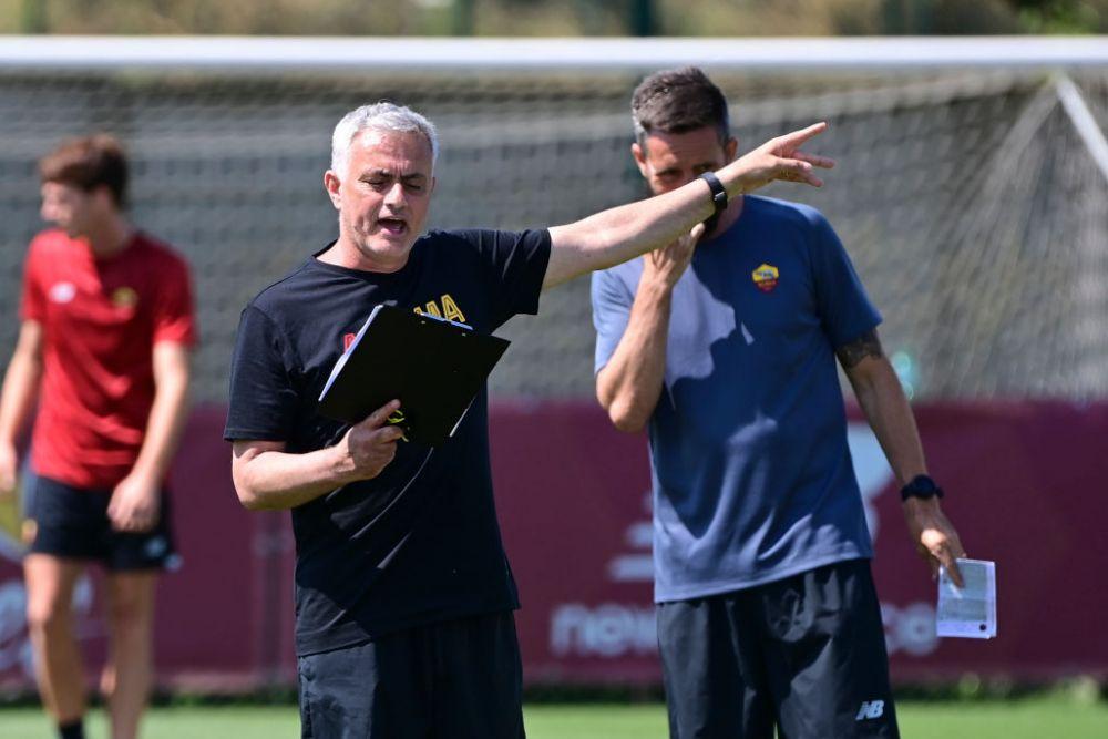 Mourinho este rasfatat la Roma! Conducerea ii face toate poftele, iar jucatorii canta dupa muzica lui, la propriu :)