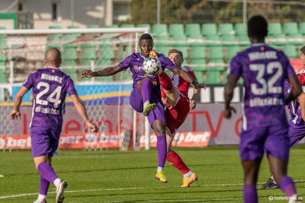 Universitatea Craiova - FC Arges, LIVE de la 21:30   Ultimul 'test' pentru echipa lui Ouzounidis inainte de debutul in preliminariile Conference League