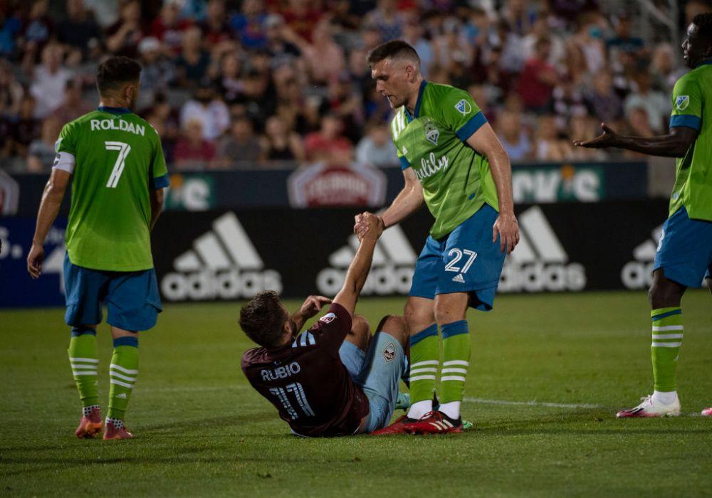 Imagini ireale din MLS! Translatorul, eliminat de arbitru pentru