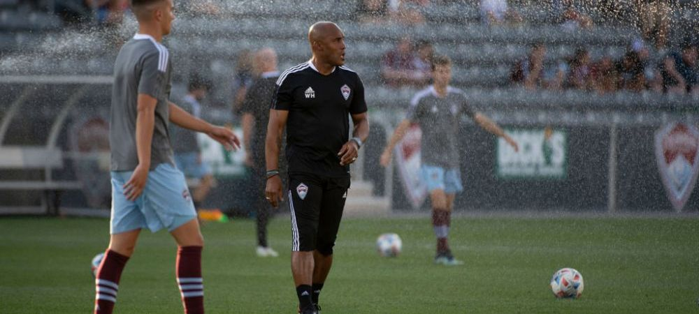 """Imagini ireale din MLS! Translatorul, eliminat de arbitru pentru """"pacatele"""" antrenorului"""
