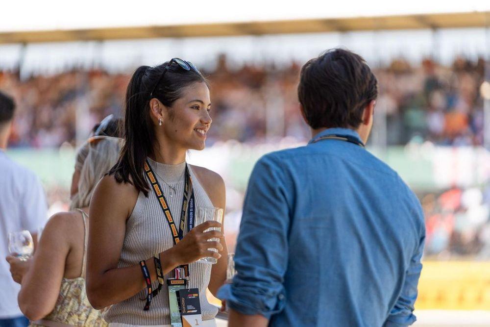 Emma Raducanu a vazut live victoria lui Hamilton de la Silverstone! Imagini cu tenismena de la circuitul Formulei 1