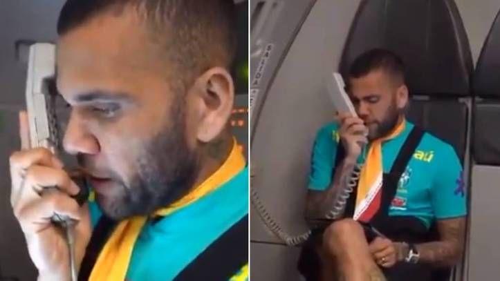 """""""Tânărul"""" Dani Alves, pus pe glume la naționala olimpică a Braziliei! A făcut tot avionul să râdă"""