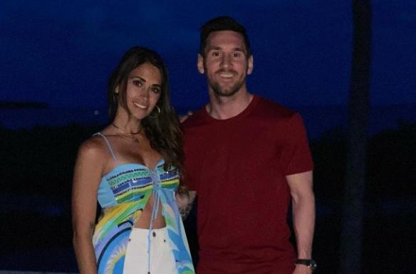Antonela Roccuzzo, apariție incendiară în cea mai sexy pereche de pantaloni scurți. Cum a fost pozată alături de Messi