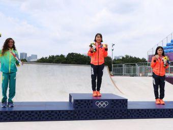 O japoneză de 13 ani a câștigat aurul olimpic! Locul doi are aceeași vârstă, iar medaliata cu bronz a împlinit 16 ani