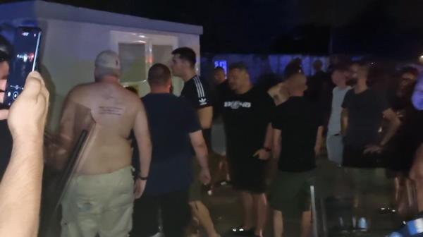 VIDEO | Fanii Universității, furioși după umilința cu Laci. Scene spectaculoase după meci