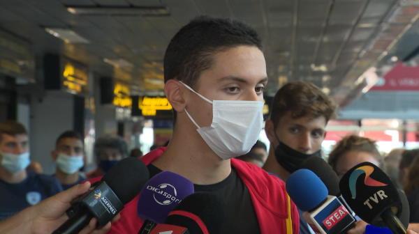"""David Popovici a vorbit pe aeroport, după revenirea în România: """"Le-am arătat un trailer pentru ce va urma!"""""""