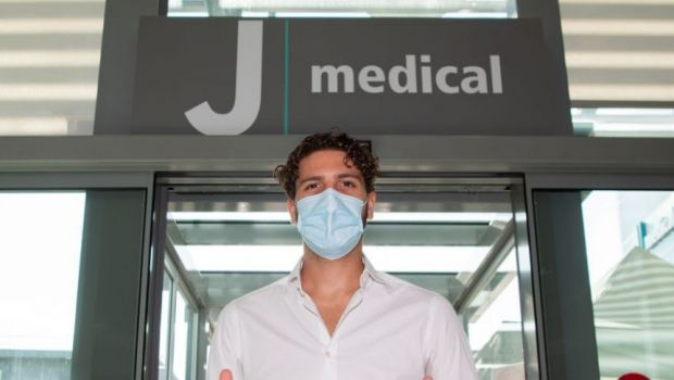 Telenovela e gata! Manuel Locatelli a semnat cu Juventus