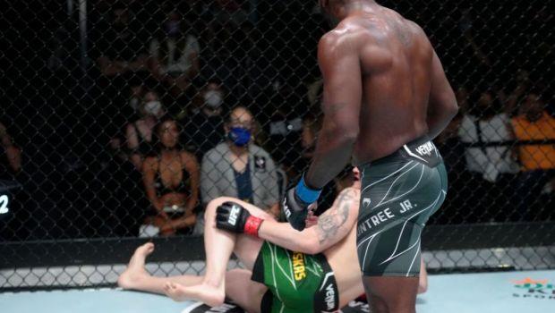 """VIDEO   TKO-ul care a ridicat lumea în picioare, în UFC: """"Nu exersez la antrenament. Nu vreau să-mi rănesc partenerii"""""""
