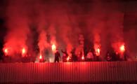 atmosfera incendiara creata de fani la antrenamentul celor de la cs hunedoara inaintea meciului din cupa size4