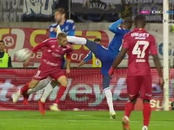 Momentul la care banca lui Botoșani a explodat! Penalty neacordat pentru gazde după ce Diallo l-a lovit pe Roman cu gheata în cap