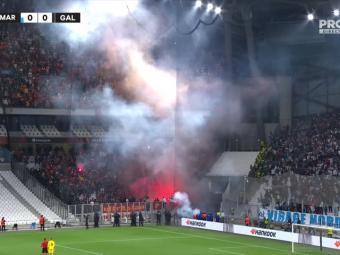 Momente incredibile la Marseille - Galata! Meciul a fost întrerupt din cauza fanilor! Terim s-a dus direct la ei